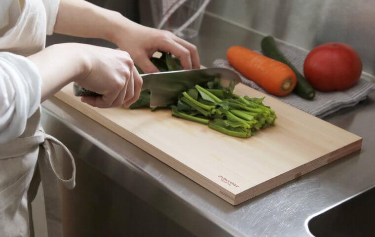 アイキャッチ:包丁と相性が良いのはやっぱり木のまな板